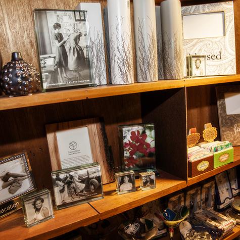 Chicago GiftsWomenMenBoutique Fixture07
